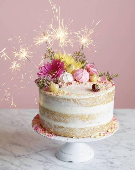 Nude cake décoré
