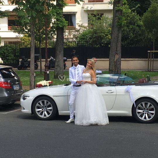 Mariés et cabriolet
