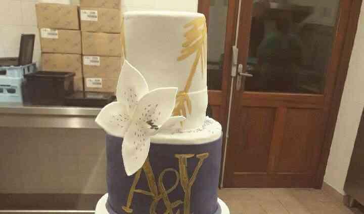 Wedding Cake Bleu Blanc et Or