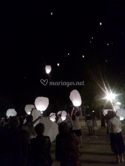 Laché de lanternes mariage