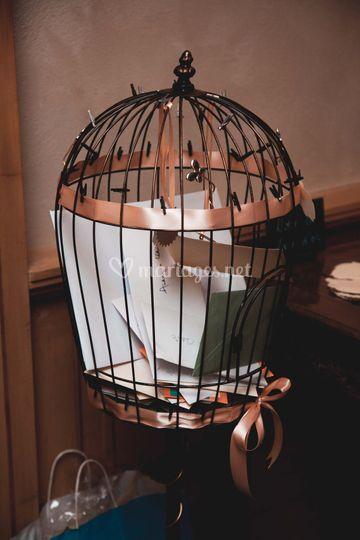 Cage à titi en guise d'urne