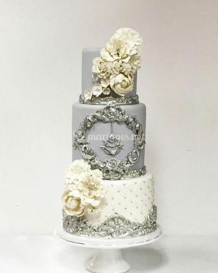 Wedding cake royal silver
