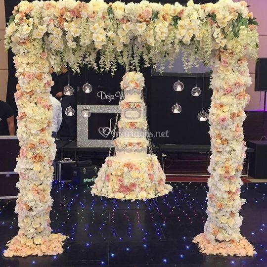 Wedding cake luxury suspendu