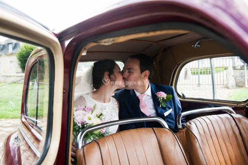 Les amoureux en voiture