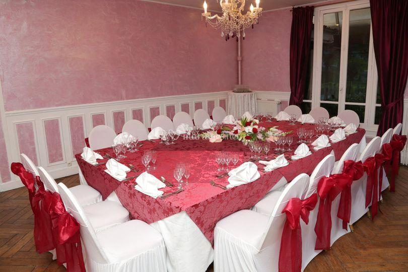 Salle Pavillon repas rouge