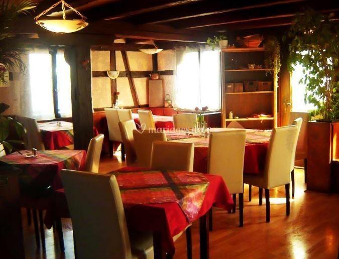 Hotel restaurant au cygne - Mise en place table restaurant ...
