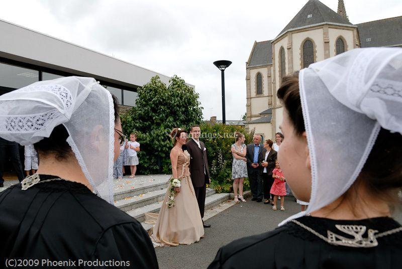 À la sortie de l'église