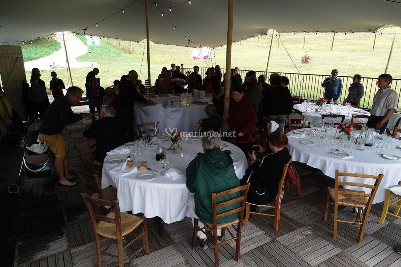 Déjeuner en terrasse couvert