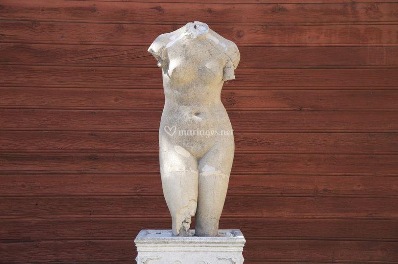 Statue dans cour
