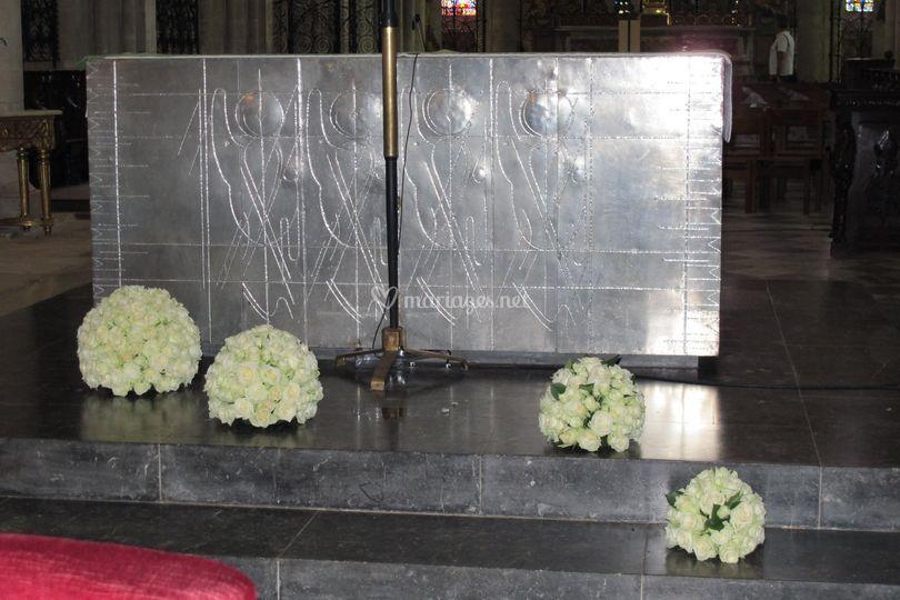 Devant d'autel boules de roses