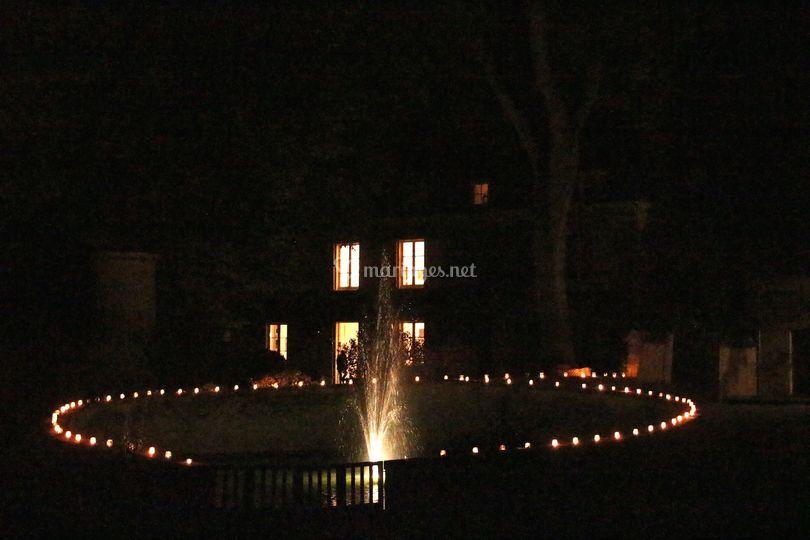 Cercle de bougies autour du ba