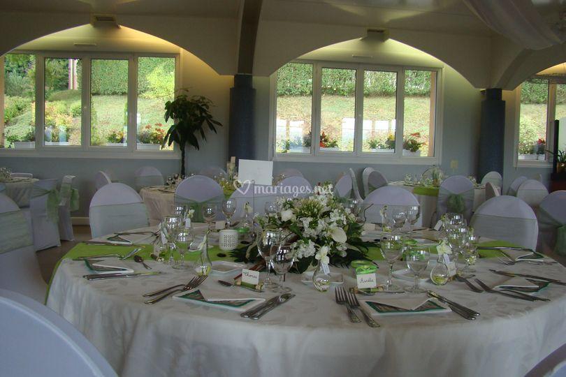 Salle décor vert et blanc