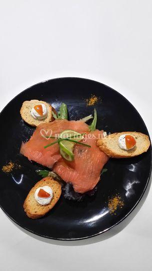 Saumon accompagné de sa salade
