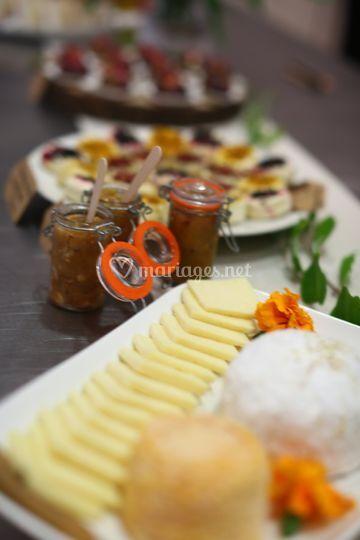 Buffet de fromages et chutneys