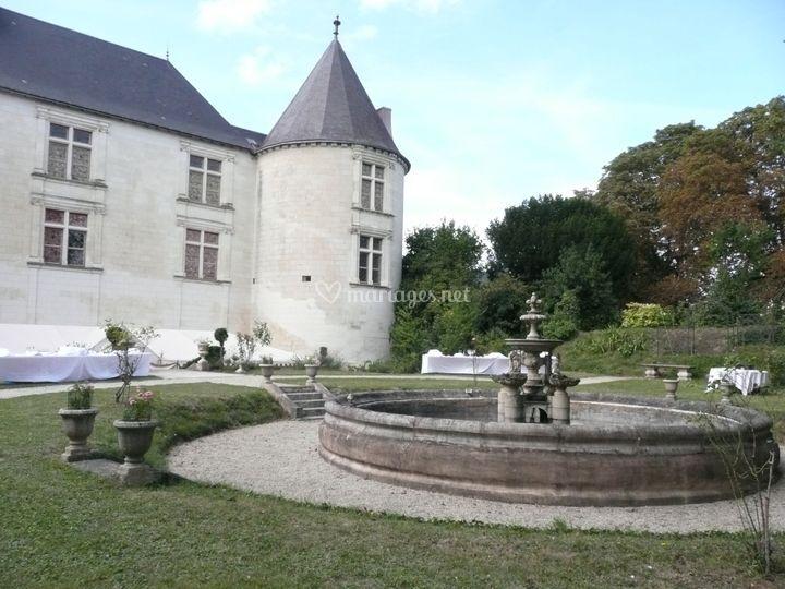 Bassin fontaine et château