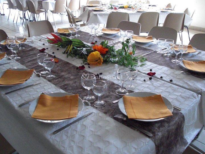 Table orange/marron