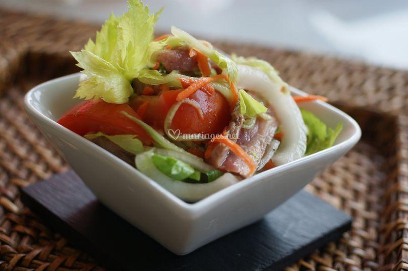 Salade de boeuf piquante