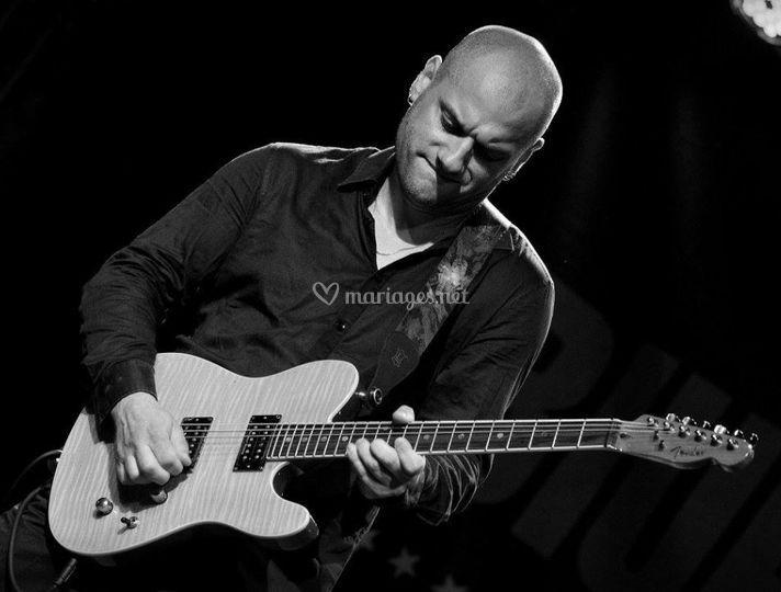 Alex - Le guitariste plannant