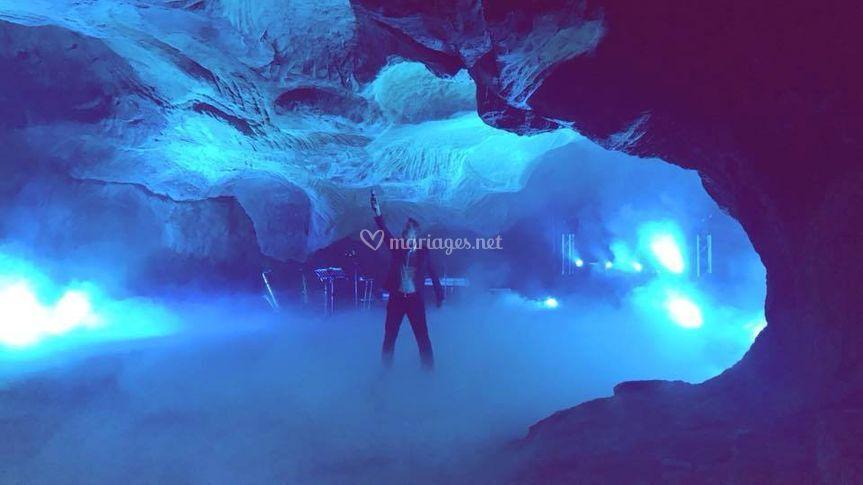 Fumée lourde dans une grotte