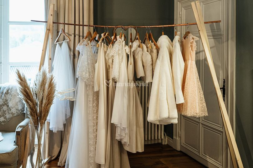 Portant robes de mariée