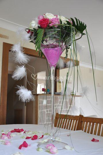 Vase coupe haute H-70cm. Composition florale de roses