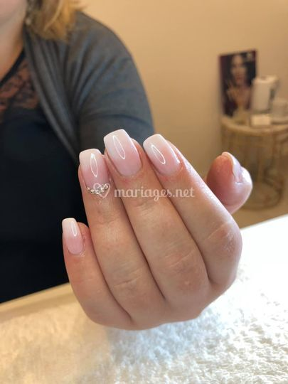 Faux ongle baby boomer