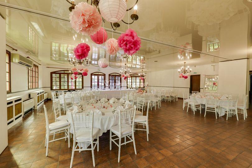 Grande salle déco rose
