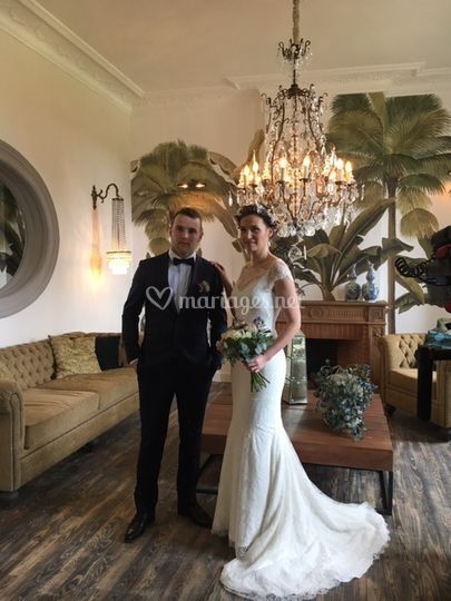 Mariés dans salon principal