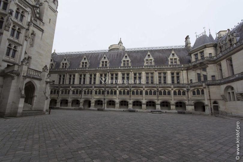cour intrieure de chteau sur chteau de pierrefonds - Chateau De Pierrefonds Mariage