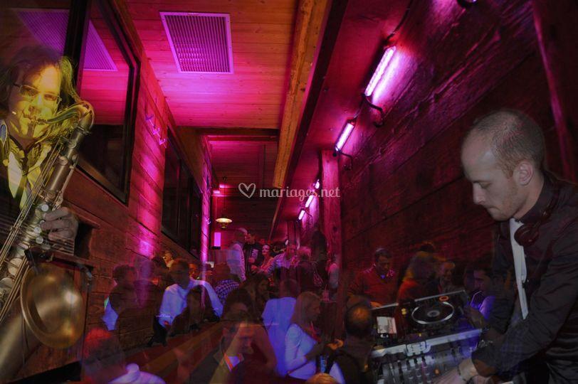 DJ & Performers Live