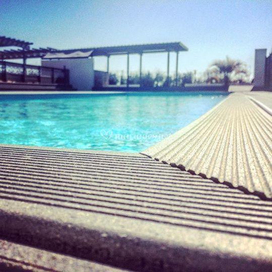 Adonis piscine