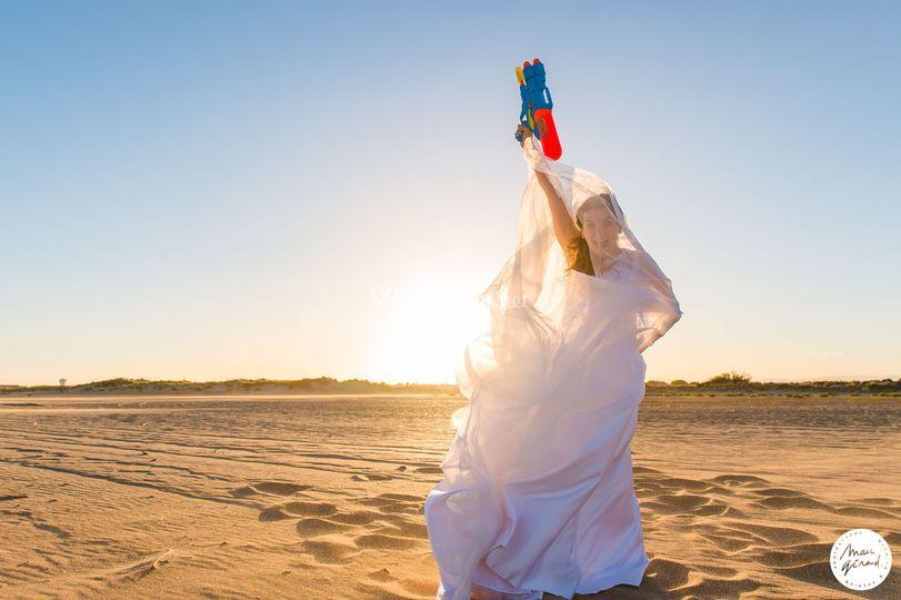 Trash the dress à la plage