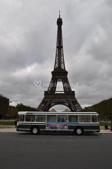 Bus SC10UO et tour Eiffel