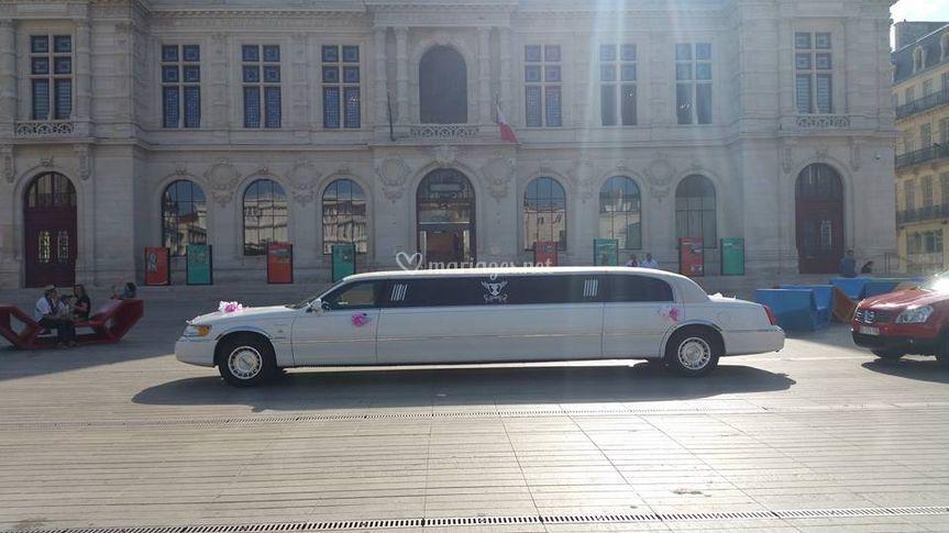 Devant la mairie de Poitiers