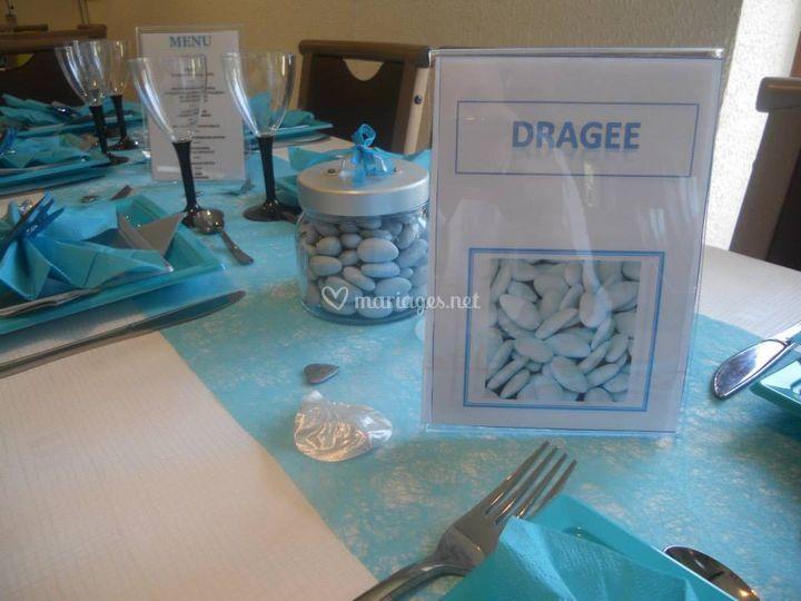 Décoration de table, tout en bleu