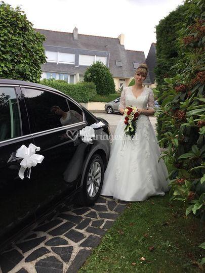 Voiture avec la mariée