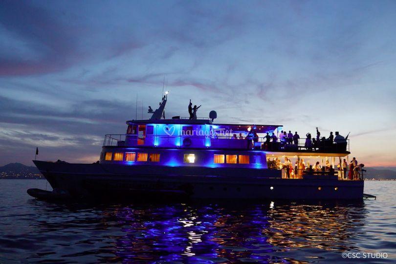 06-piste-de-danse-pont-yacht-clara-one_3