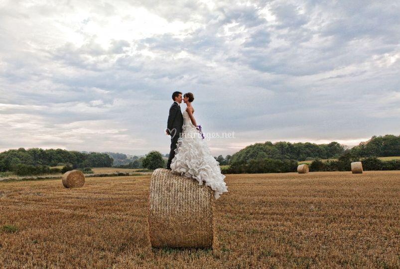 Mariés sur botte paille