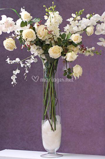 Grand vase et composition en fleurs de soie -Photo tous droits réservés *