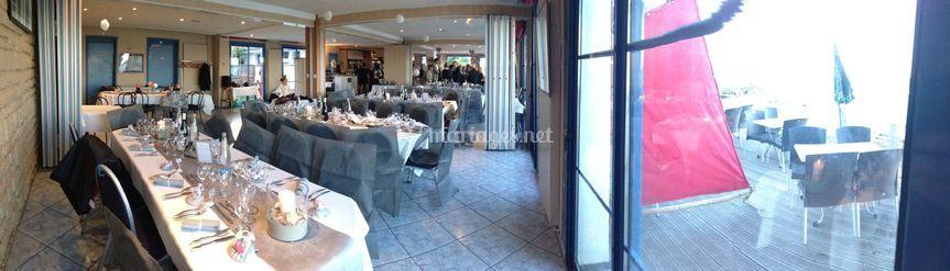 Panoramique salle de restauran