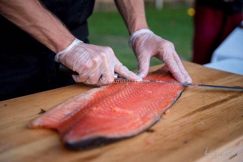 Découpe de saumon gravelax