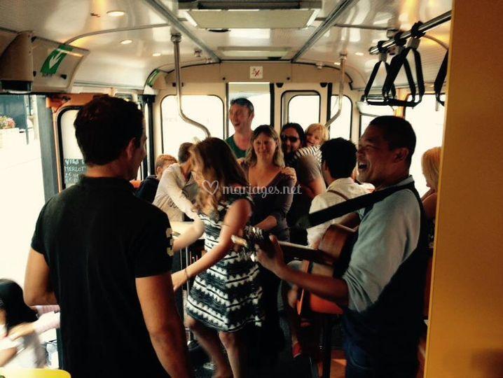 La fête dans le bus