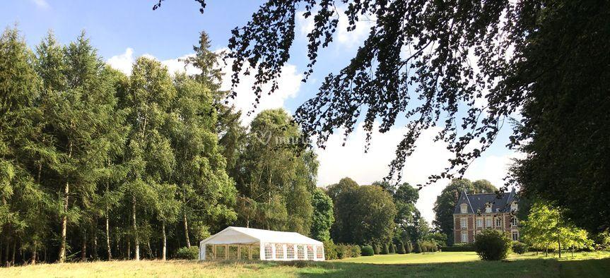 Vue d'une tente de réception