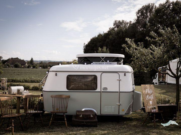 La caravane vue de l'extérieur
