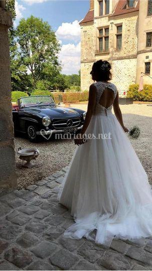 Jolie mariée avec le bouquet