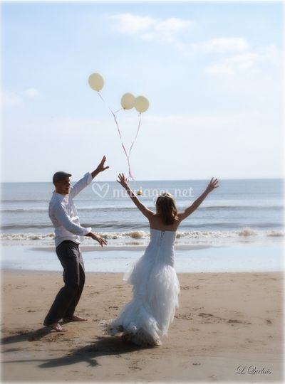 Mariés plage ballons