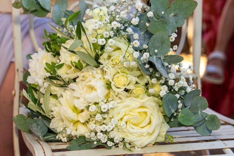 Bouquet blanc et feuillage