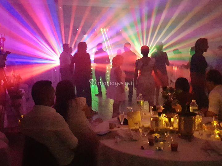Podium DJ ambiance lumineuse