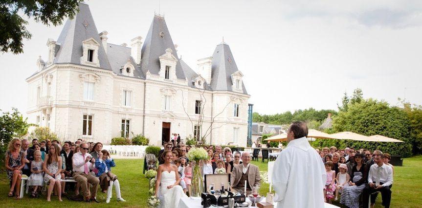 Officiant au château