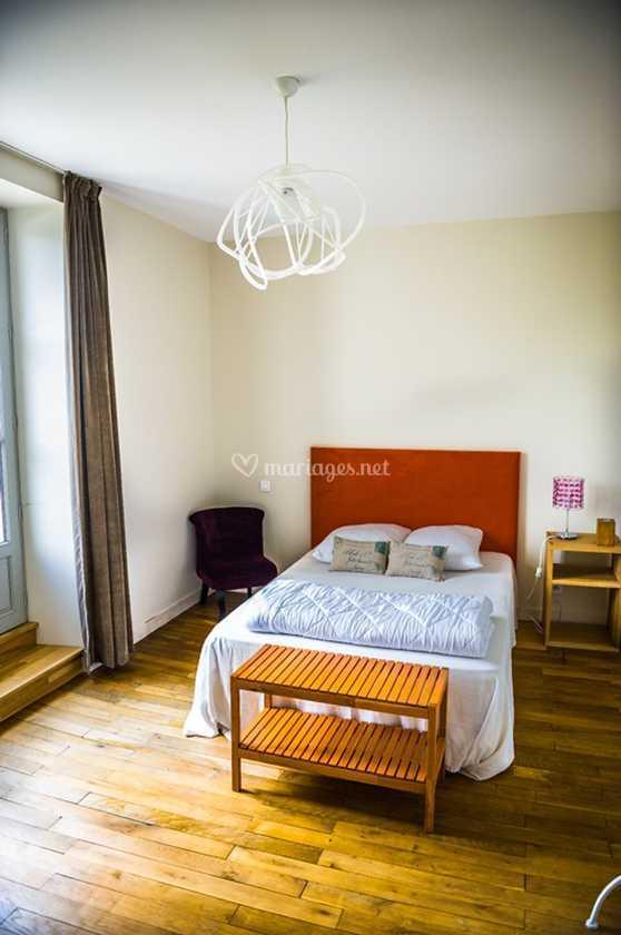 Chambre décorée avec soin de Le Domaine de Persine | Photo 26